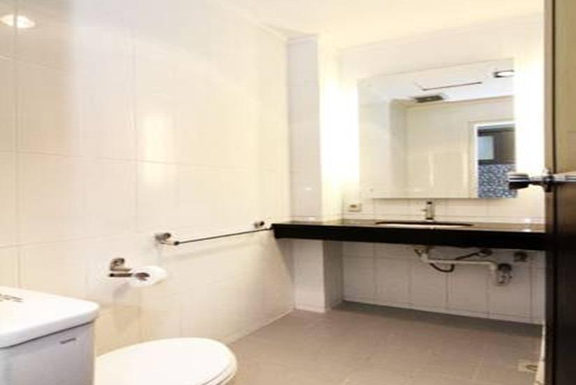 Takes Mansion Hotel Jakarta - Bathroom