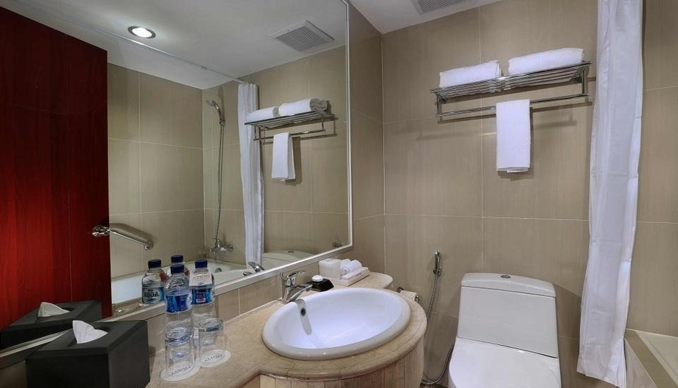Aston Semarang - Superior Bathroom