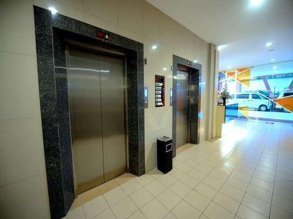 High Point Surabaya - Lift