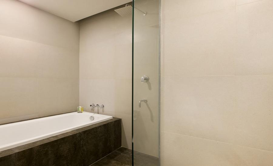 Hotel Santika Mega City Bekasi - Family Room King - Bathup