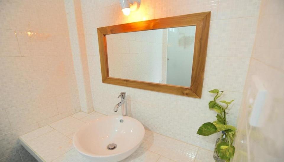 Blue Coral Inn Lombok - Bathroom