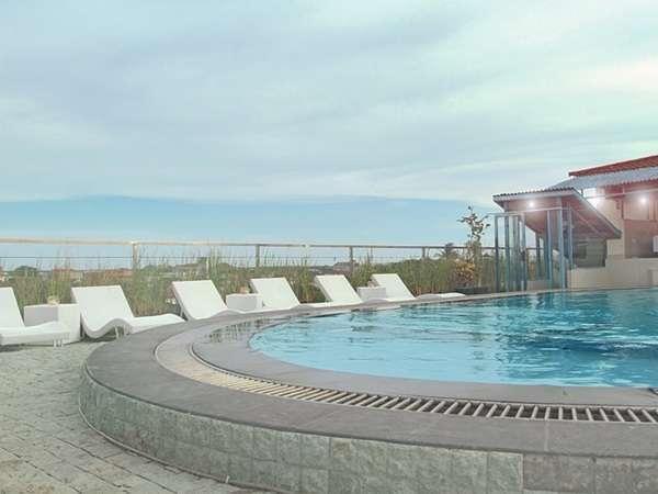 AP Apartment & Suite Bali - Bar kolam renang
