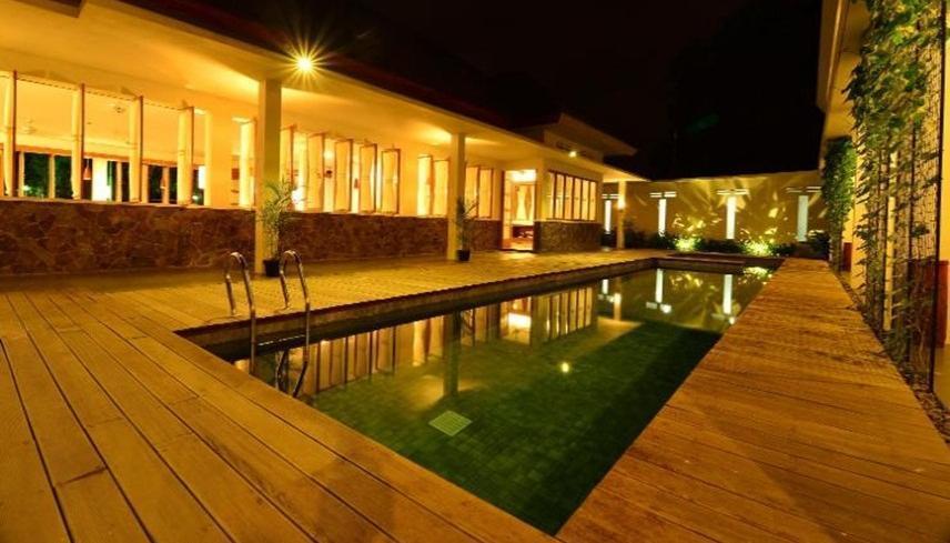 Hotel Blambangan Banyuwangi - Pool