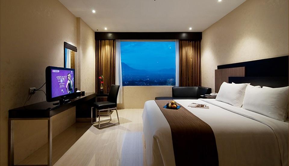 Hotel Aria Gajayana Malang - Deluxe King Room Only Regular Plan