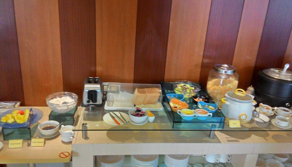 V Hotel Jakarta - Breakfast
