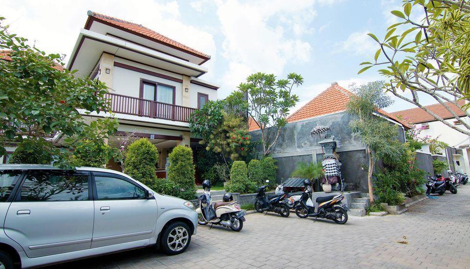 ZEN Premium Canggu Batu Villa Bali - Tampak luar