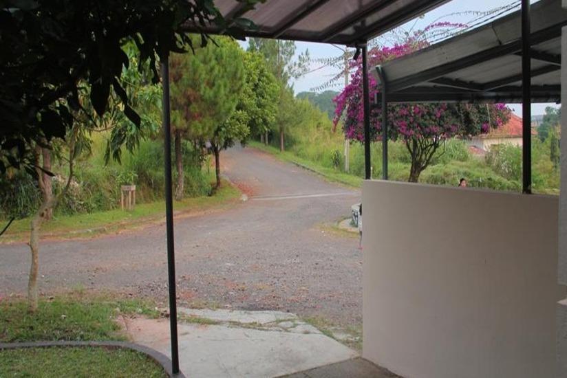 Villa Ruga Bandung - Area parkir