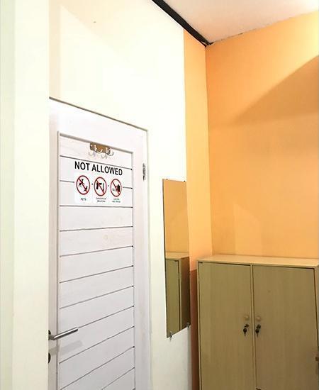 Homey Guest House Yogyakarta - 3 Bed Private Bathroom