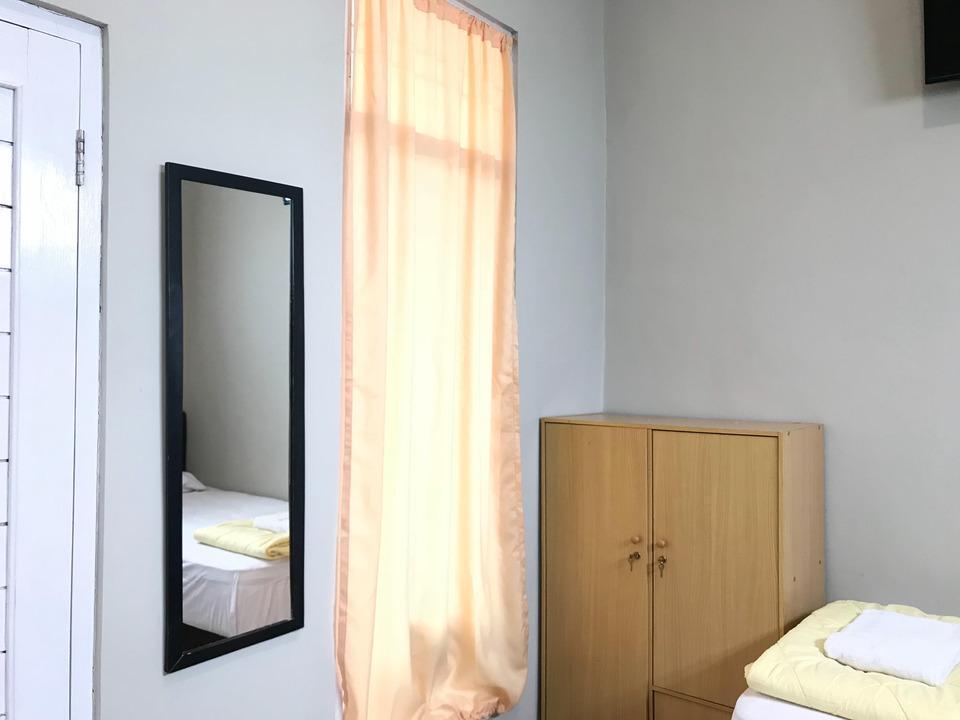 Homey Guest House Yogyakarta - Triple Bed Private Bathroom