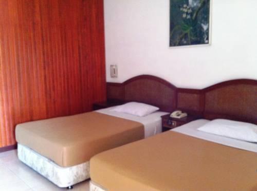 Parapat View Hotel Parapat - Kamar Deluxe dengan pemandangan danau Regular Plan