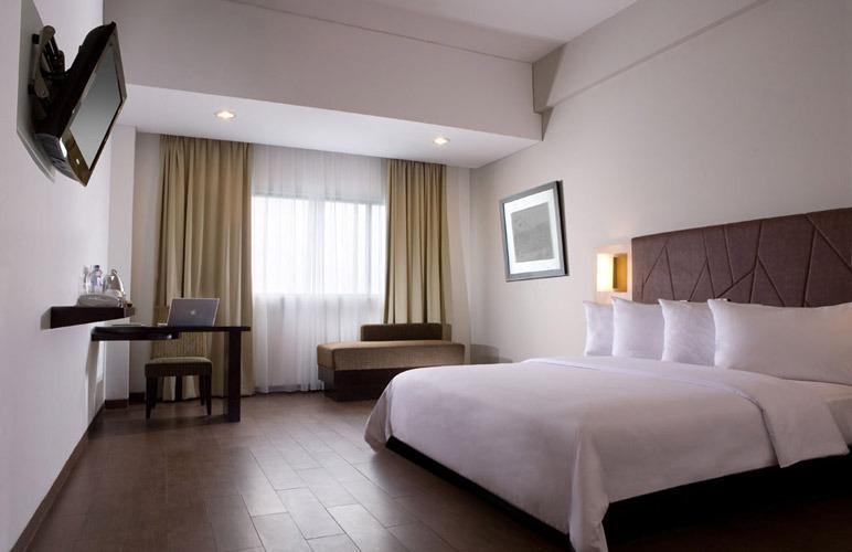 Hotel Santika Bogor - Deluxe Room Queen Regular Plan