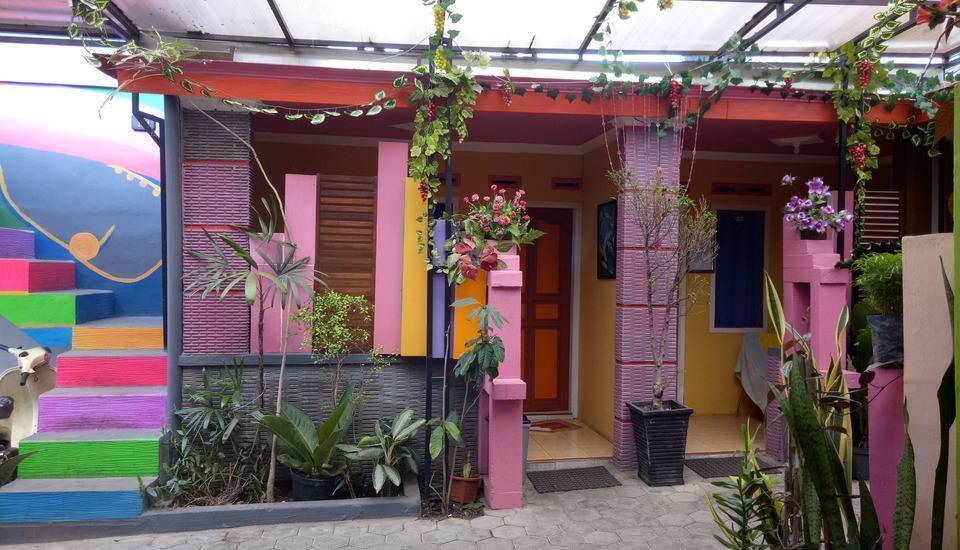 Darmo Homestay Malang - Kamar tampak depan