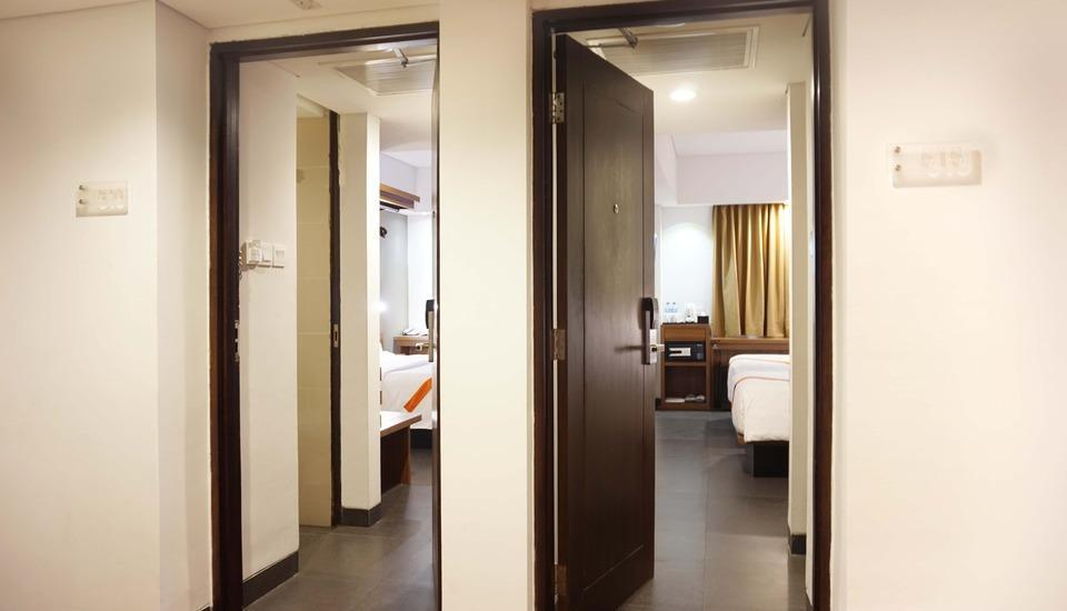 J4 Hotels Legian - 2 Kamar Superior Bersebelahan Double atau Twin Bed RO Regular Plan