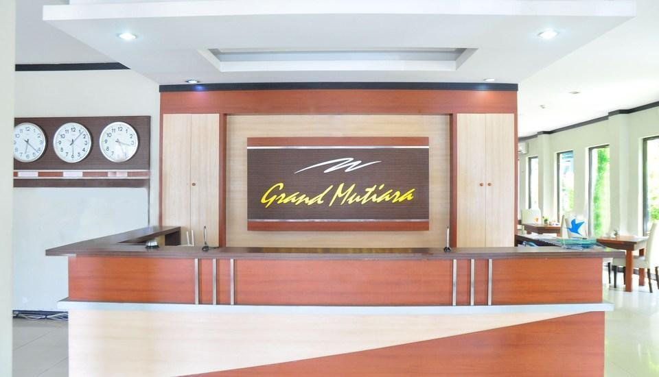 Grand Mutiara Hotel Berastagi - Meja penerima tamu