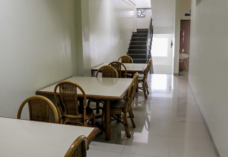 NIDA Rooms Surya Samantri Coblong - Ruang tamu