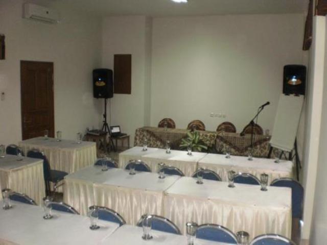 NIDA Rooms Surya Samantri Coblong - Ruang Rapat