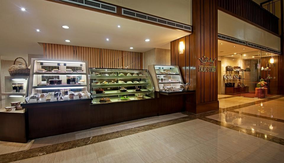 Redtop Hotel & Convention Center Jakarta - Cake Shop