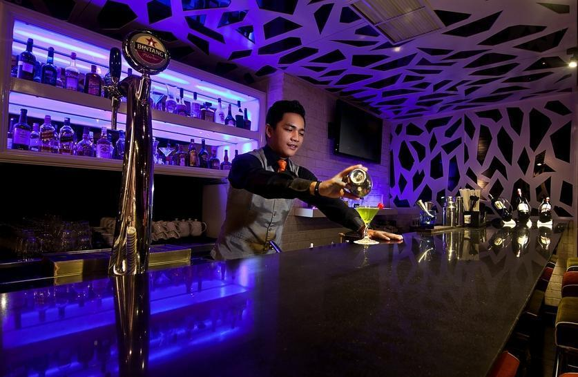 Redtop Hotel & Convention Center Jakarta - Sapphire Bar