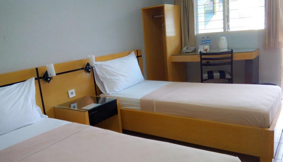 Hotel Omega Karawang - Deluxe Room Only Regular Plan