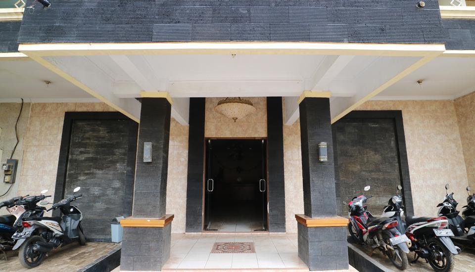 Hotel Ellysta Tangerang - Hotel Front