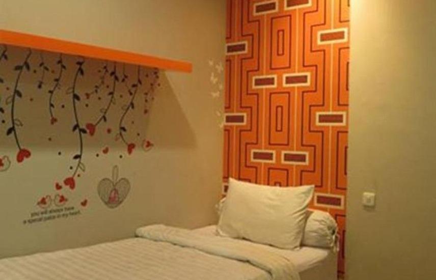 Oranje Gasthuis Siwalankerto Surabaya - Kamar tamu