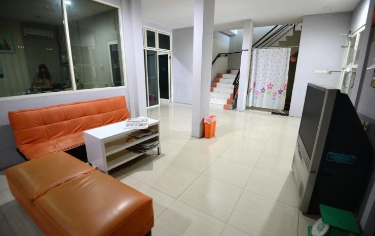 Oranje Gasthuis Siwalankerto Surabaya - Ruang tamu