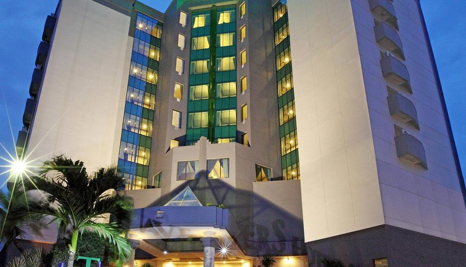 Travellers Hotel Jakarta - Hotel Building