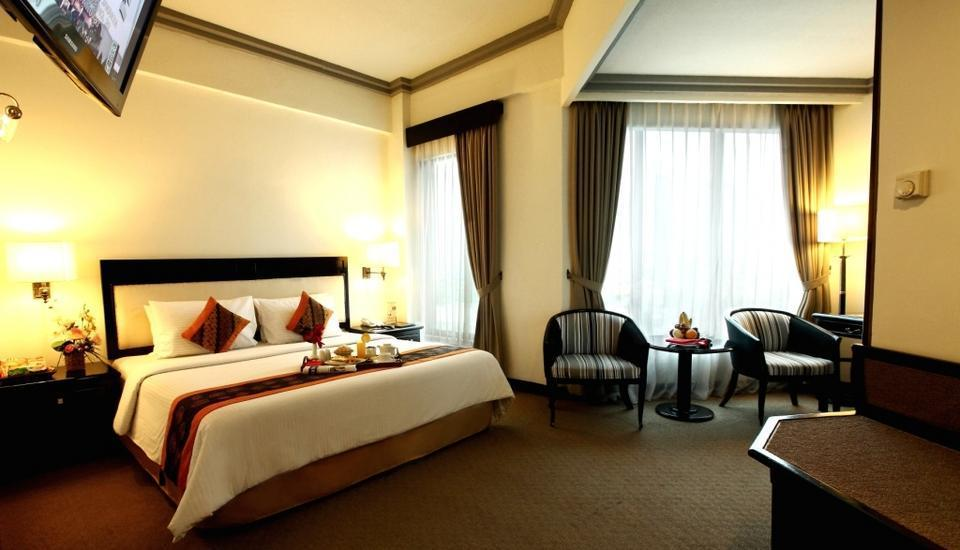 Travellers Hotel Jakarta - Business Room With Breakfast Regular Plan