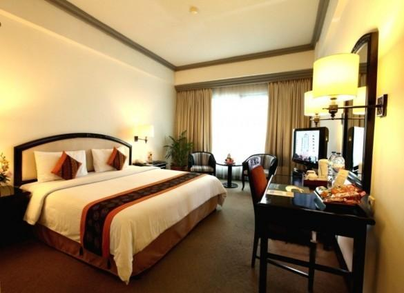 Travellers Hotel Jakarta - Deluxe Room With Breakfast Regular Plan