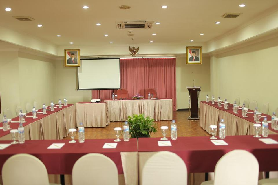 Weta International Hotel Surabaya - Meeting Room