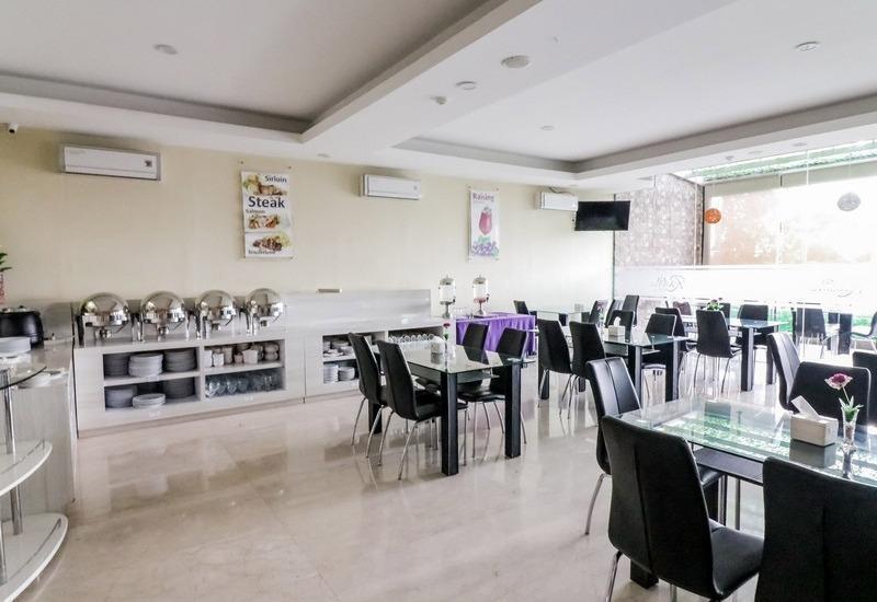 NIDA Rooms Racing Center Makassar - Restoran