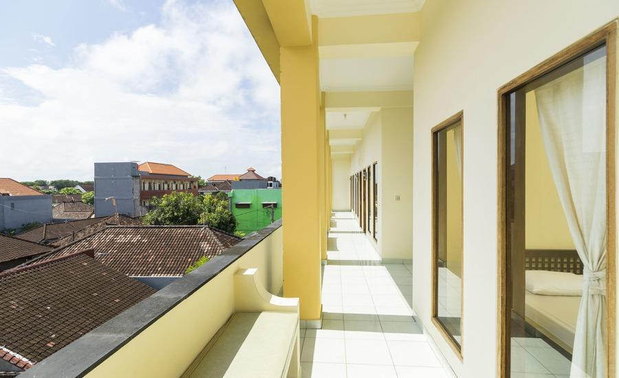 RedDoorz @Pemogan Denpasar Bali - Balkon
