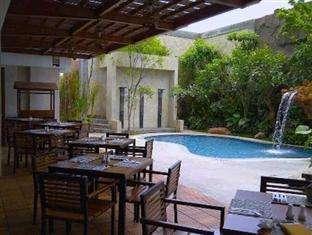Jambuluwuk Malioboro Hotel Yogyakarta - Junior Tropical Pool