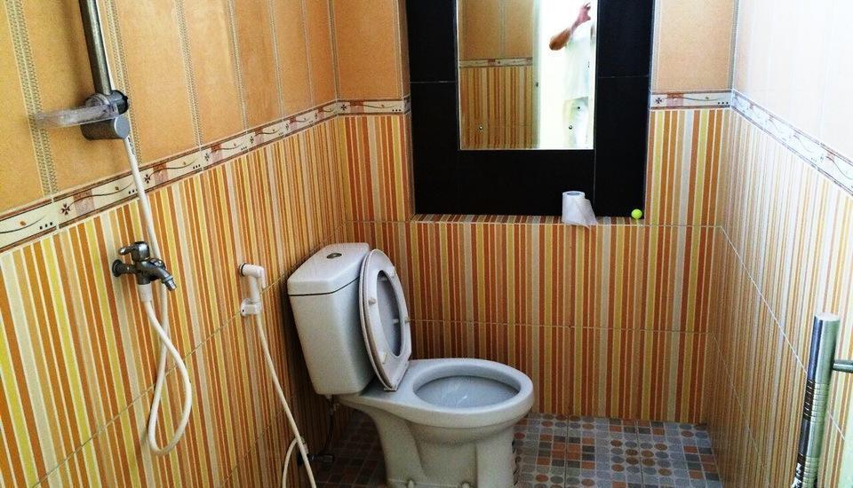 Wisma Ahlen Pangandaran Pangandaran - AHLEN ROOM 1 (Room with double bed & extra bed) Regular Plan
