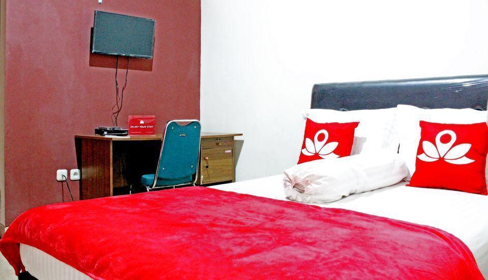 ZenRooms Salemba Syariah Jakarta - Tempat Tidur Double