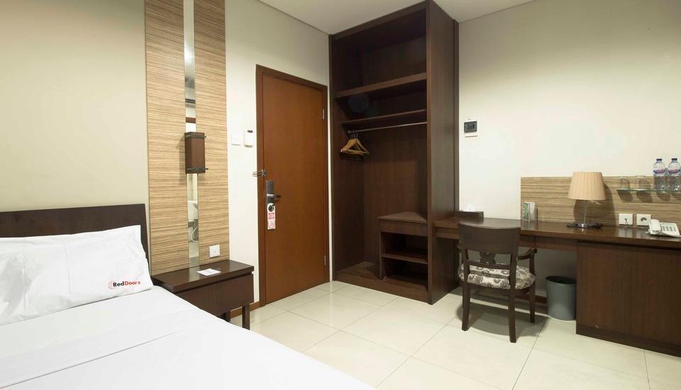 RedDoorz Plus @Thamrin Residence Jakarta - Kamar tamu