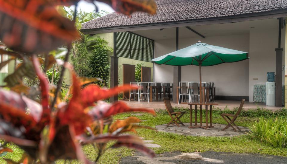 Homestay Retanata Bandung - Garden