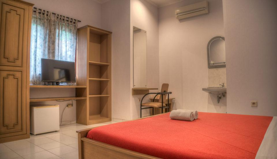 Homestay Retanata Bandung - Deluxe Room Hot Deals