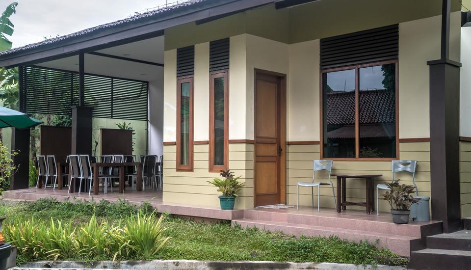 Homestay Retanata Bandung - Executive Cemara