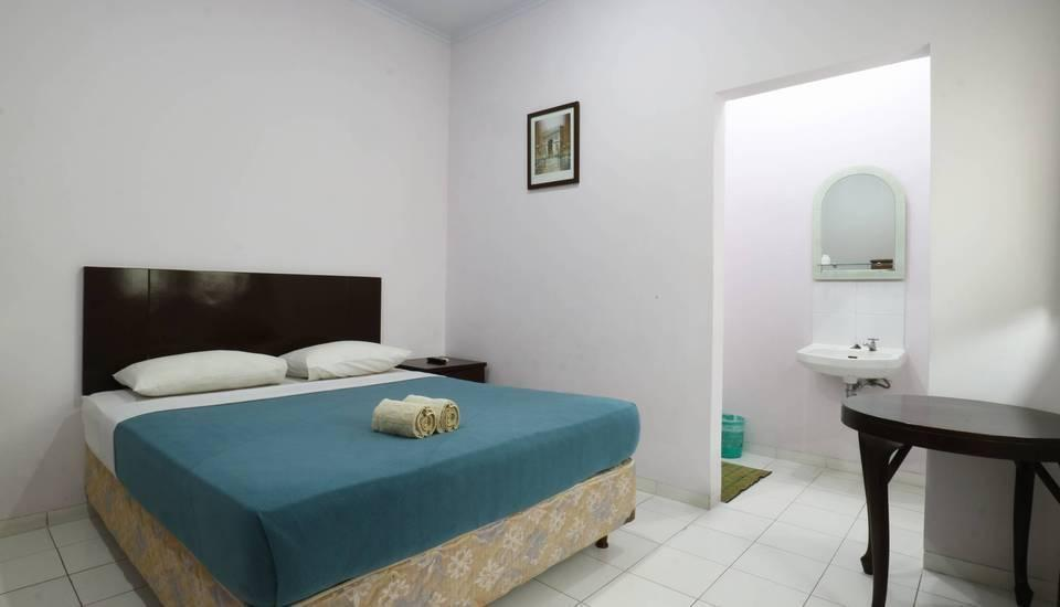Homestay Retanata Bandung - Deluxe Room Basic Deal 40%