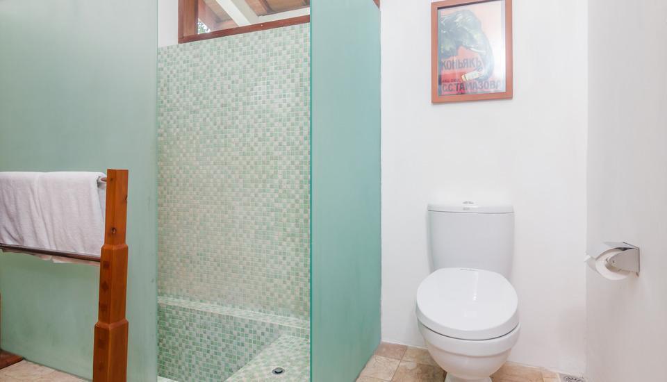 ZenRooms Seminyak Kunti Nuansa Bali - Kamar mandi