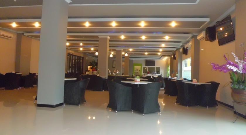 Hotel New Merdeka Pati - Ruang makan