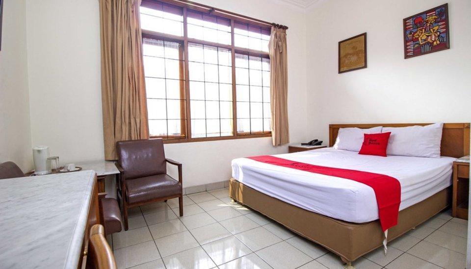 RedDoorz Near Rumah Mode Bandung - RedDoorz Room Pegipegi Special Promotion