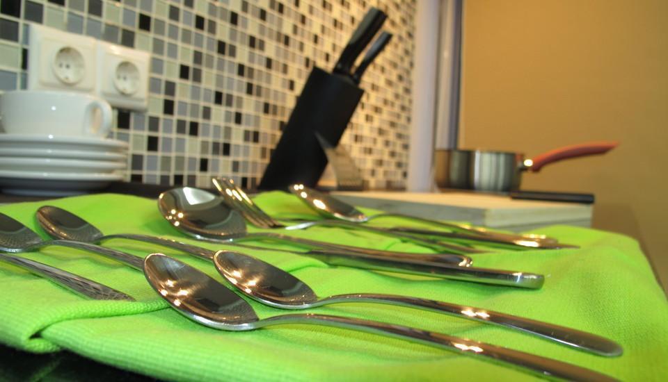 Sampit Residence Jakarta - Kami menyediakan alat-alat dapur di pantry untuk para tamu