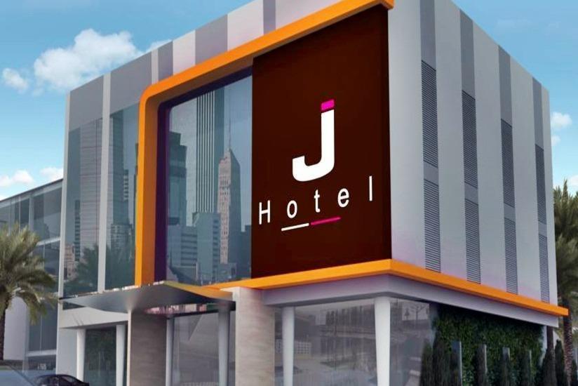J Hotel Medan - Tampilan Luar Hotel