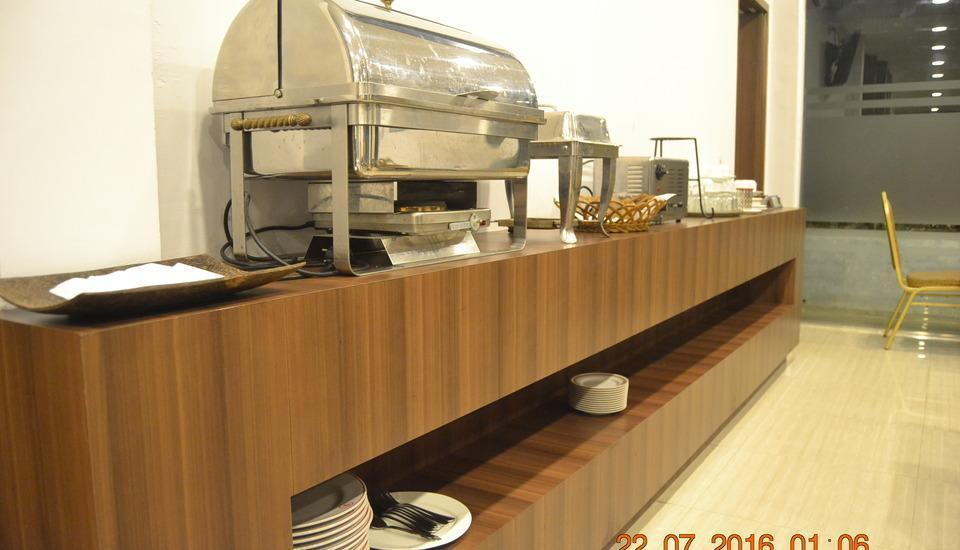 J Hotel Medan - Sarapan prasmanan
