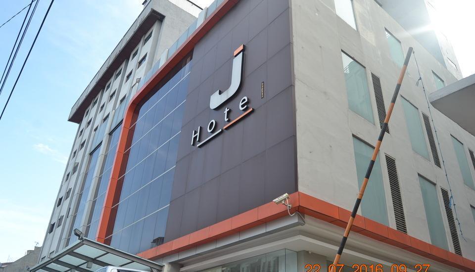 J Hotel Medan - eksterior depan hotel, utama bangunan