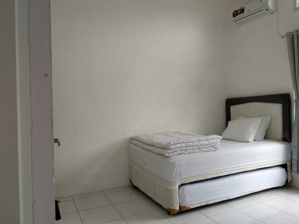 Algira 6 Dramaga (Guest House) Bogor - Double Twin Regular Plan
