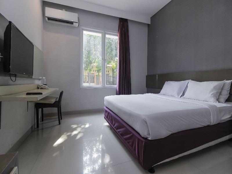 Smile Hotel Cirebon - Double Room Regular Plan