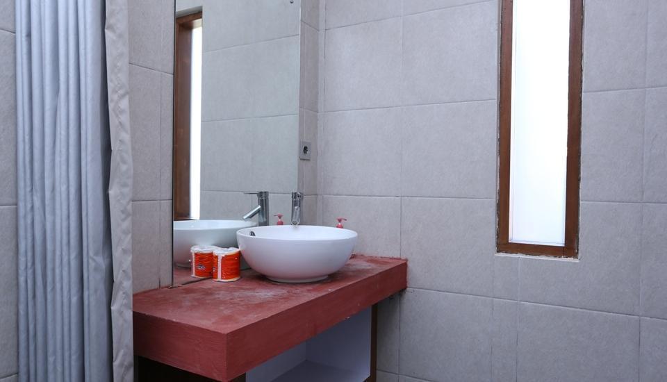 RedDoorz @Raya Canggu Bali - Kamar mandi
